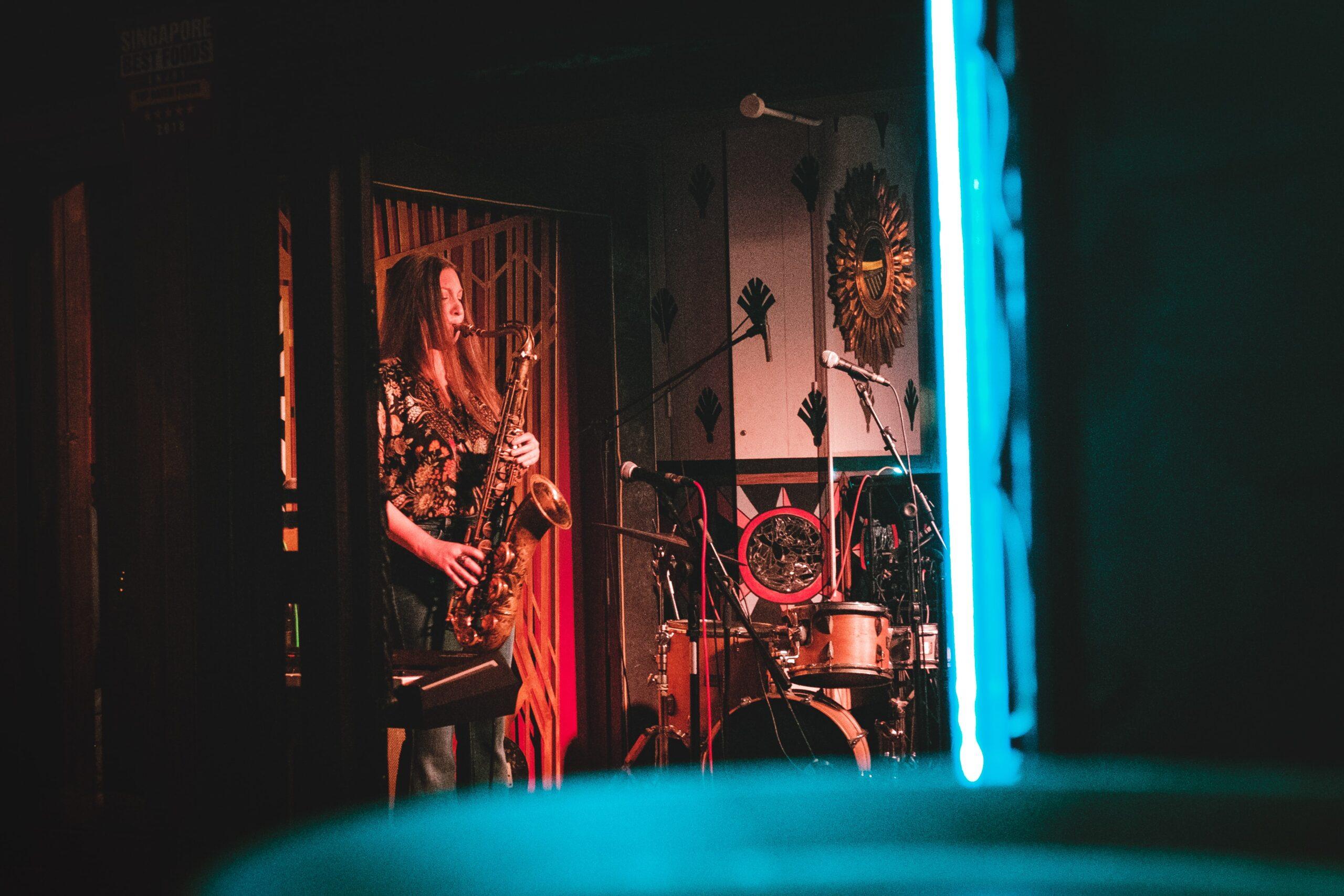 Concierto nocturno en un pub de Singapur