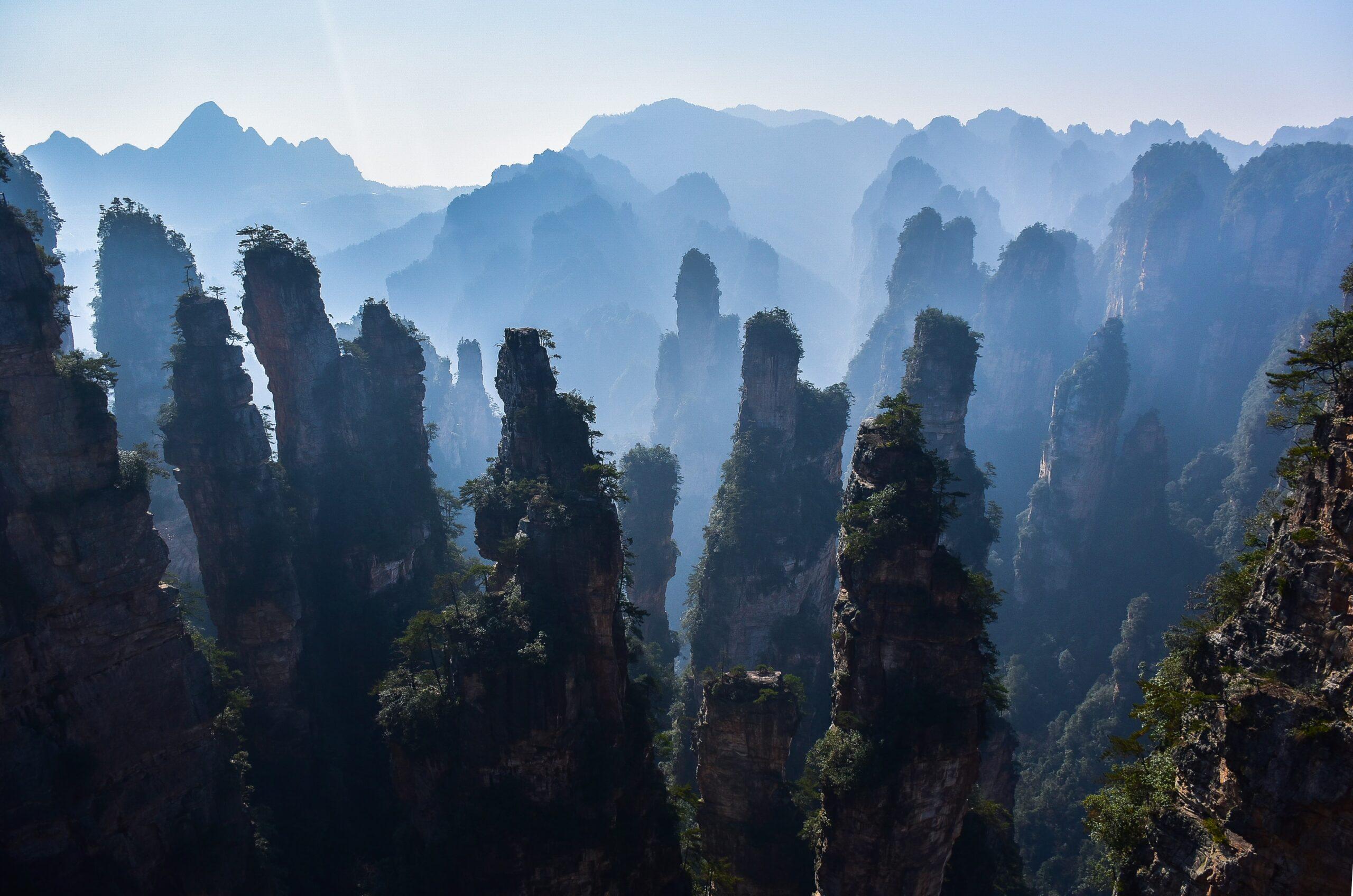 Picos en parque nacional Zhangjiajie