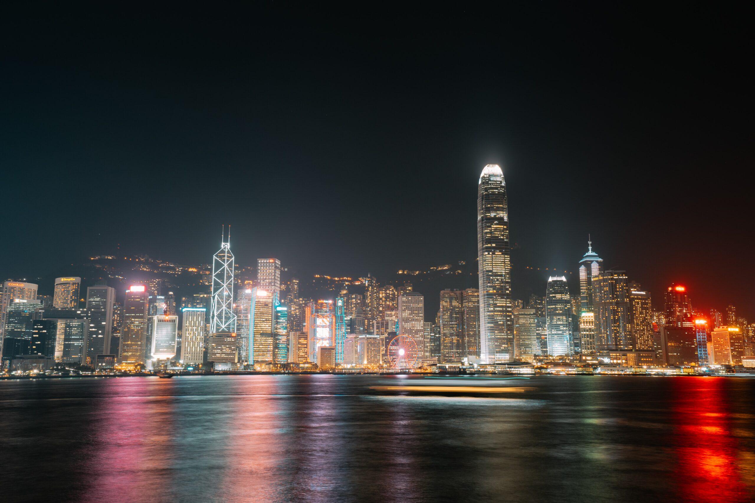 Vista nocturna Hong Kong, bahía