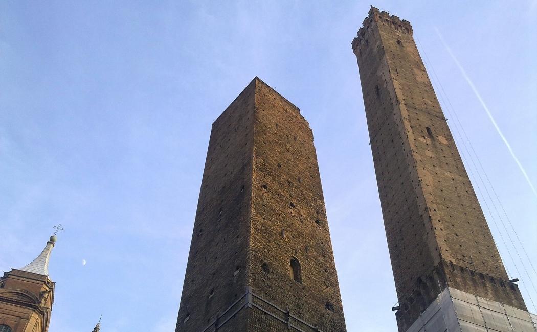 las dos torres. italia bolonia